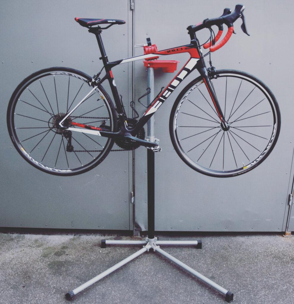 Rennrad in Ständer hängen rennradliebe
